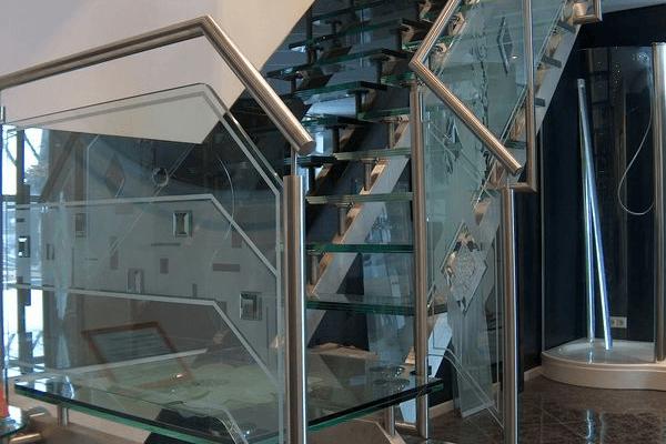 Op maat gemaakte glazen trap