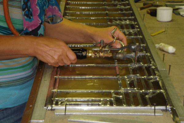 Glas-in-lood is kwalitatief maatwerk met de handvervaardigd